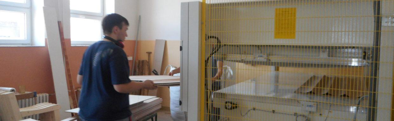 Technik CNC dřevoobráběcích strojů